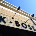 ケーボーズと読みます。オーナーの高屋敷圭司のイニシャルも含まれていますし、カッコイイ(K)坊主頭(BOSE)という想いも含めています。